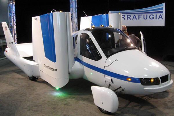미국 테라푸가사가 2012년 뉴욕국제자동차쇼에 출품한 하늘을 나는 2인승 차 트랜지션. 사진=위키피디아