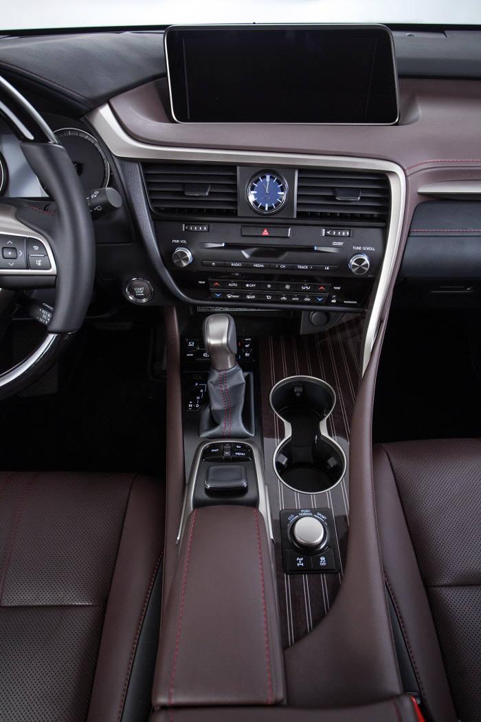 렉서스 하이브리드 중형 SUV `RX450h` 센터페시아와 센터콘솔