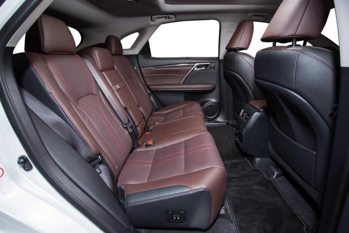 렉서스 하이브리드 중형 SUV `RX450h` 뒷좌석