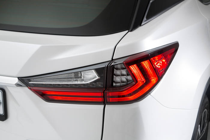 렉서스 하이브리드 중형 SUV `RX450h` 리어 콤비네이션 램프