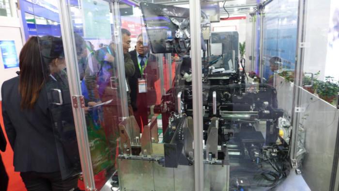 중국기업 CETC가 제품을 시연하고 있는 모습.