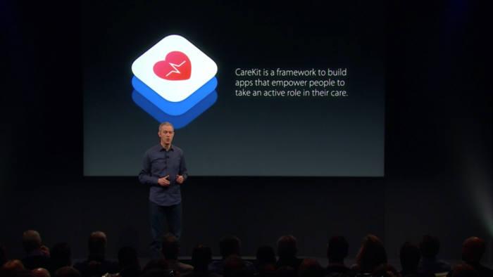 제프 윌리엄스 애플 COO가 케어키트를 설명하고 있다