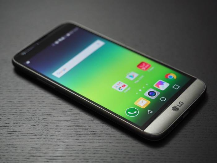 LG전자 G5는 모듈 방식이 적용된 스마트폰이다.