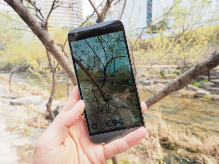LG G5에는 플래그십폰에 걸맞는 향상된 디스플레이와 모바일AP가 장착됐다.