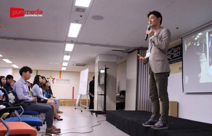 김태원 구글코리아 팀장이 해외 취업 경험과 노하우를 발표하고 있다.