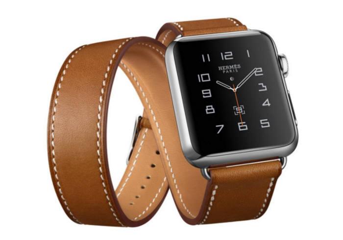 1세대 애플워치. 2세대 제품은 1세대 제품 대비 두께가 절반 수준으로 얇아진다.
