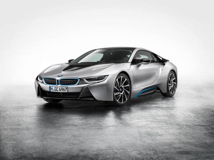 [신차드라이브]미래에서 온 듯한 친환경 스포츠카 BMW `i8`