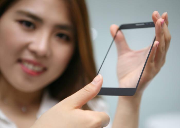 LG이노텍이 개발한 글라스 일체형 지문인식모듈(제공: LG이노텍).