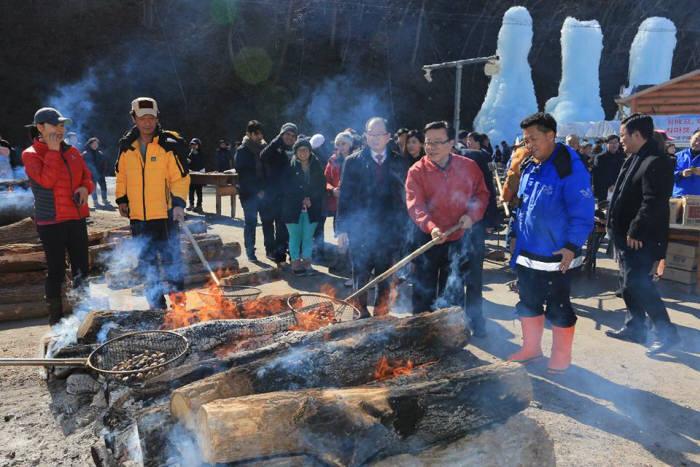 이동필 농식품부 장관이 청양 알프스마을을 방문, 농촌체험관광의 실태와 문제점을 점검했다