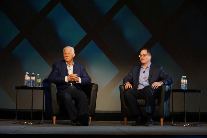 `EMC월드 2016` 미디어 세션에서 조 투치 EMC 회장(왼쪽)과 마이클 델 델 회장이 질문에 답변하고 있다.