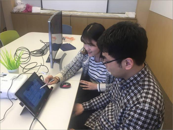 인더텍이 휴먼케어콘텐츠개발사업의 지원으로 아이-트래킹 연동형 인지 집중력 훈련시스템 개발 장면.