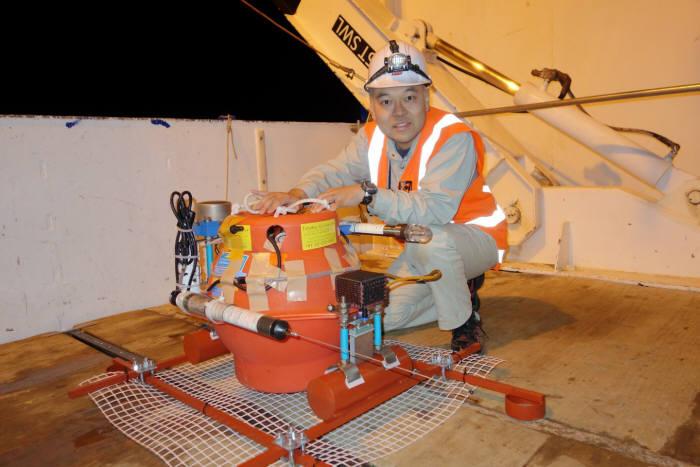 뉴질랜드 히쿠랑기 해구에 설치한 해저 압력계(사진=요시히로 이토·교토대)