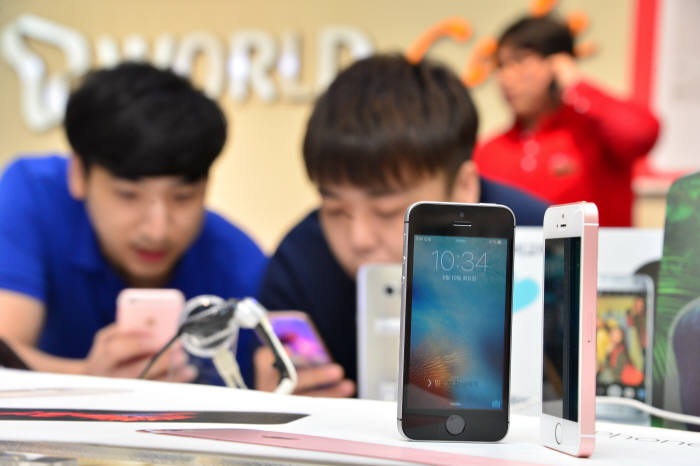"""[이슈분석]""""국내 아이폰SE 판매량, 6S의 10% 수준"""""""
