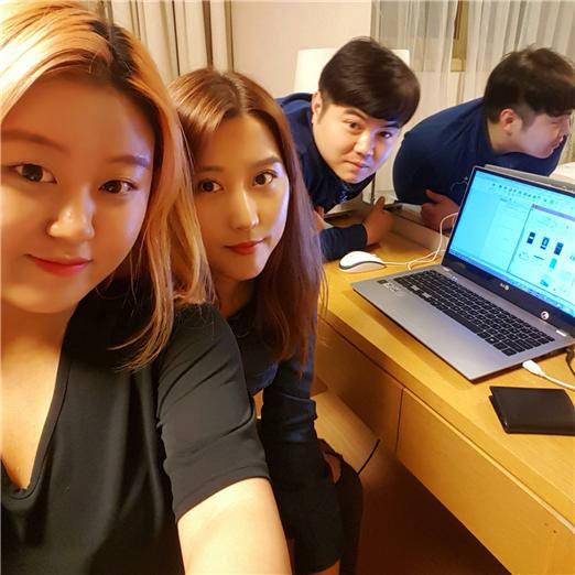 프로젝트 101 팀은 악보 메이커를 선보였다. 김예지, 김규문, 김예인 학생은 디지털 부호인 1과 0을 활용해 2명의 여자와 1명의 남자 팀원을 101로 표현했다.