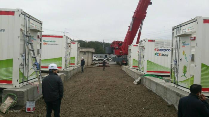 지난해 한국전력 울주변전소 주파수조정(FR)용 ESS 구축 현장 모습.