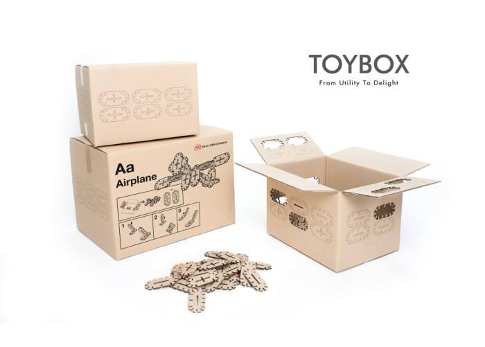 구호품 박스를 활용해 블록 게임을 즐길 수 있는 `토이박스`