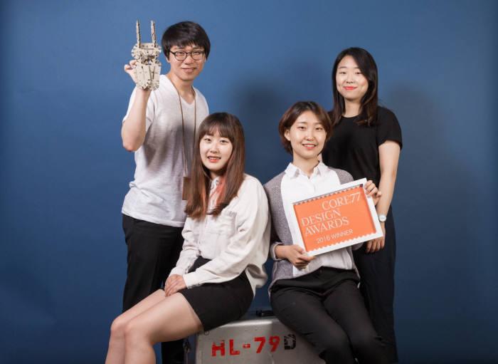 토이박스를 개발한 UNIST 디자인 및 인간공학부 학생팀(왼쪽 위부터 시계방향으로 장기도, 이혜민, 이수민, 김수빈 학생)