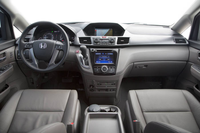 혼다 8인승 미니밴 `오딧세이` 앞좌석 인테리어(제공=혼다코리아)