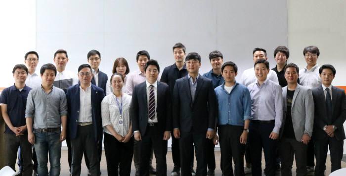 한국P2P금융협회는 여의도 코스콤 핀테크 테스트베드센터에서 22개 회원사와 함께 제도화 준비 및 서비스 대중화를 추진을 목표로 발족식을 가졌다.