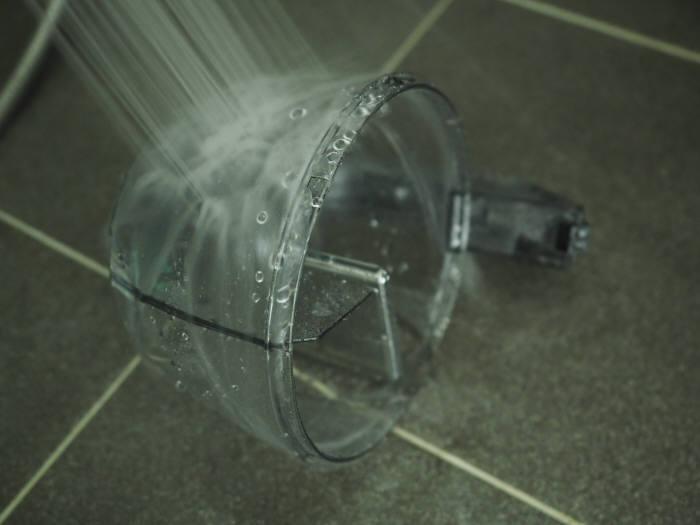 흐르는 물에 깨끗이 닦는다.