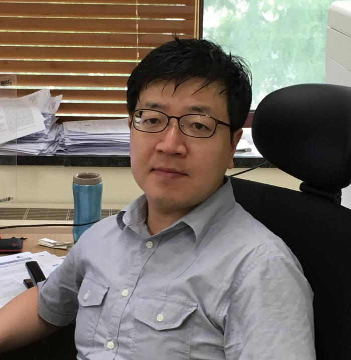 수소저장과 뉴로모픽소자 모두 되는 `일거양득`소재 기술을 개발한 손준우 포스텍 교수