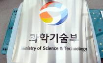 정부기록원 창고에서 찾은 역대 과학기술부 현판