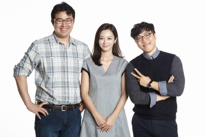 박정배 크레용웍스 대표(맨 왼쪽)와 오세민 크레용웍스 이사(맨 오른쪽)<사진 크레용웍스>