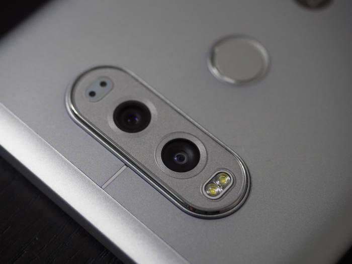 LG전자 V20의 후면 듀얼 카메라