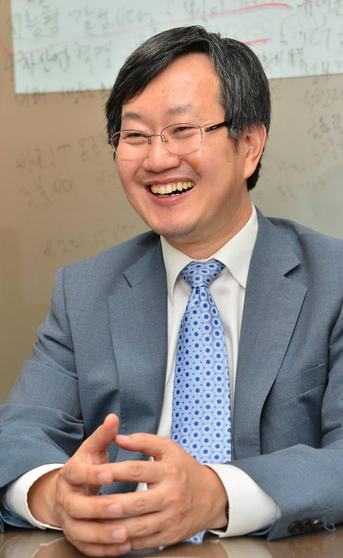 [이현덕이 만난 생각의 리더]<74>바른ICT문화 만드는 김범수 바른ICT연구소장(연세대 교수)