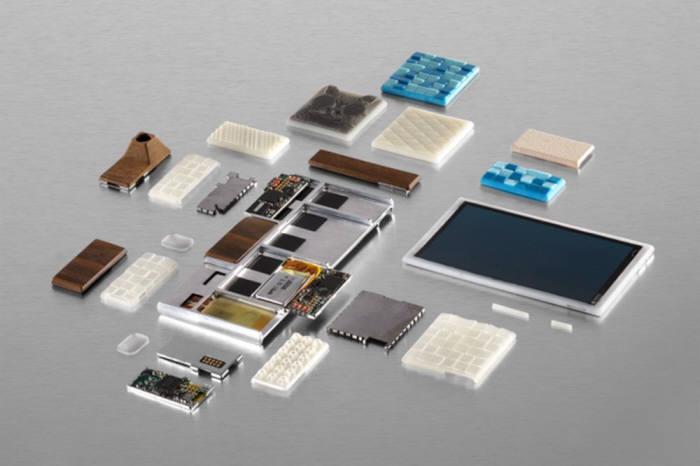 구글이 개발하는 모듈형 스마트폰 아라(ARA)는 가을에 개발자 버전 실물이 공개되고 내년부터 판매될 계획이다.