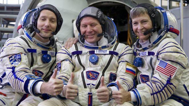 (왼쪽부터) 토마스 페스케, 올레그 노비츠키, 페기 윗슨