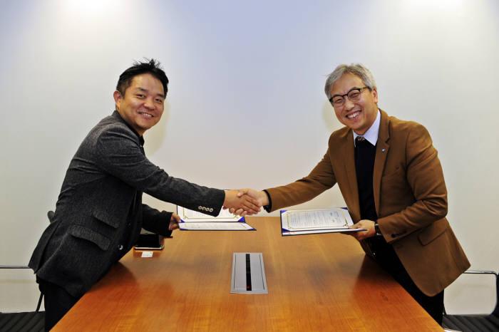 사진 왼쪽부터 이경전 벤플 대표, 김혁 SBS미디어비즈니스센터장