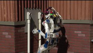 운전하고 뛰어다니는 로봇 `휴보`
