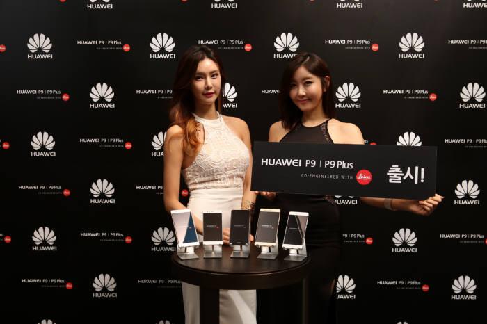 화웨이는 저가형 스마트폰에 이어 프리미엄폰으로 한국 시장 공략을 가속화하고 있다.