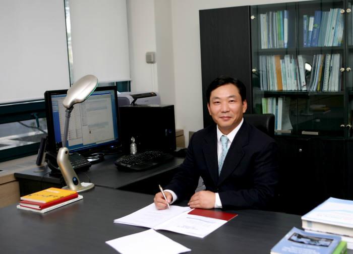 김영근 미래소재디스커버리 사업 스핀궤도소재연구단장(고려대 교수)