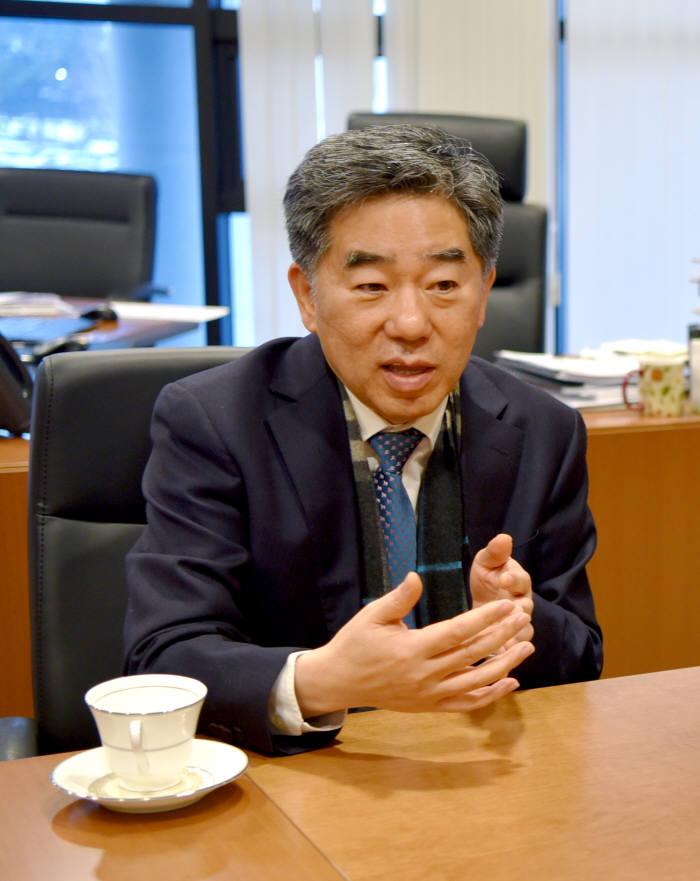 김기만 국가핵융합연구소 소장이 올 한해 KSTAR 관련 성과를 설명하고 있다.