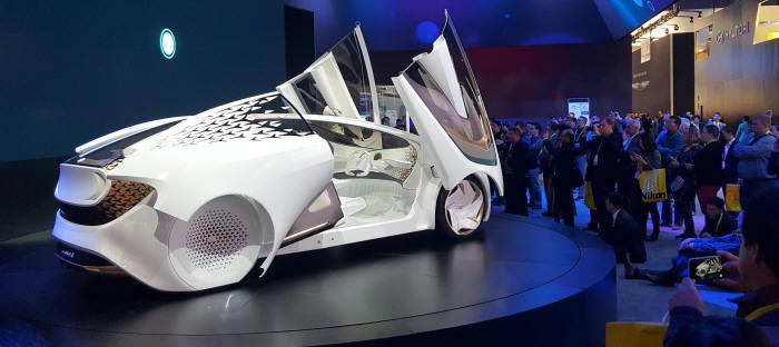 [동영상 뉴스] [CES 2017]말하는 자동차, 일본 도요타의 AI기반 새 콘셉트카
