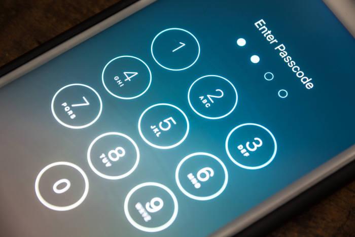 삼성D, 애플 아이폰용 OLED 5월 양산... 7조원대 후방산업 효과 기대