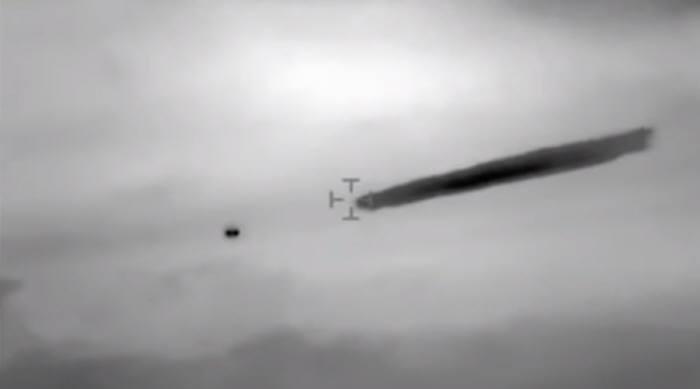 긴 연기 내뿜는 UFO…칠레 해군 동영상 공개