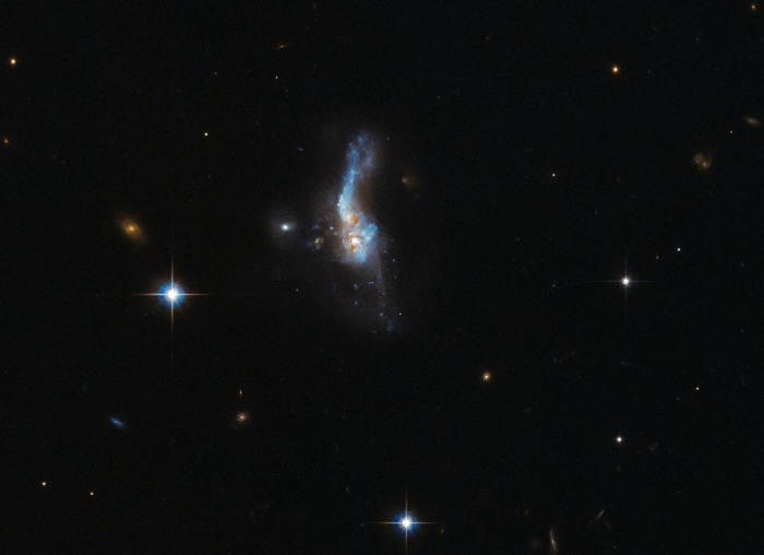 나사, 10억광년 떨어진 은하계 충돌 사진 공개