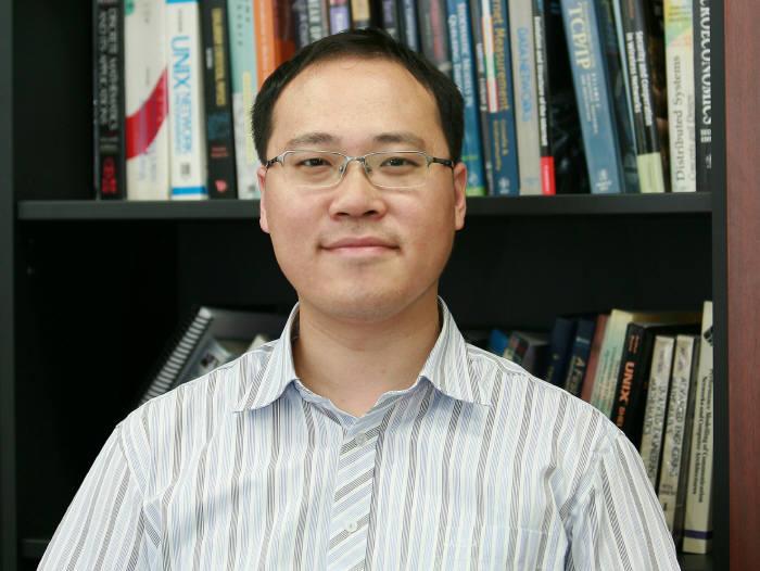 이융 KAIST 전기 및 전자공학부 교수