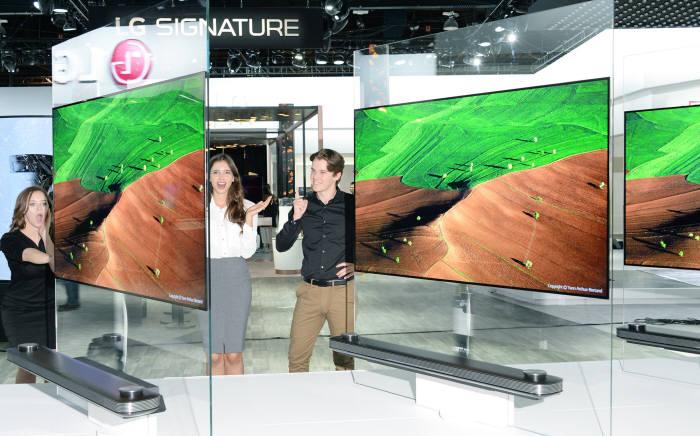 LG전자 `올레드 TV` 올해 첫 밀리언셀러 등극...OLED 확산 티핑포인트