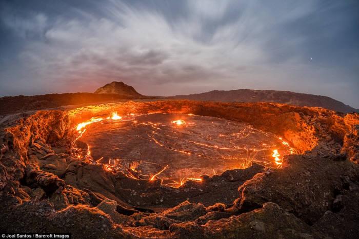 `지옥으로 가는 화산`서 무슨 일이?...갈라진 틈 발견