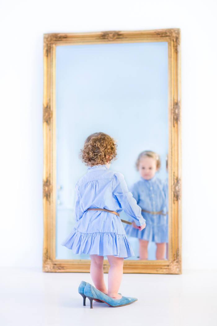 Iot - Bambini che si guardano allo specchio ...