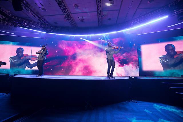 RSAC 콘퍼런스 메인 이벤트가 14일 열렸다. 크로스오버 뮤지션 블랙바이올린팀 공연으로 키노트 스피치 시작을 알렸다. (자료:RSAC)