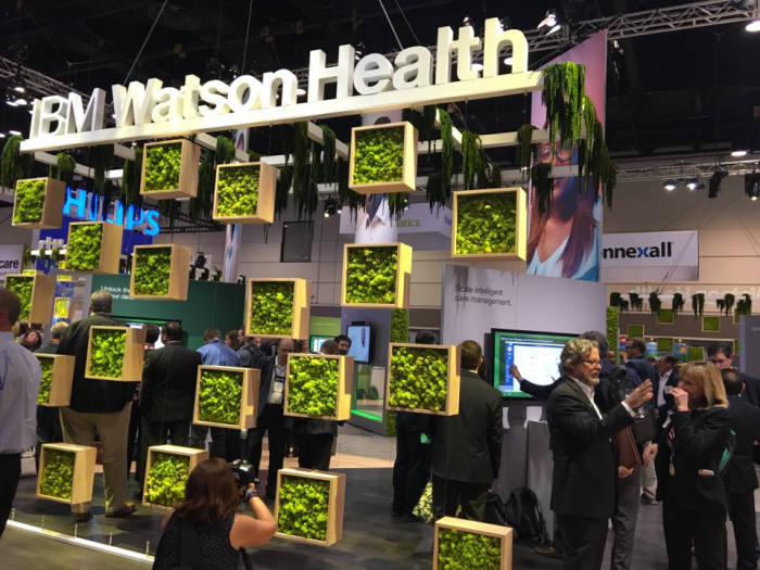`2017 세계의료정보·관리시스템학회(HIMSS)` 전시회가 미국 올랜도 오렌지카운티컨벤션에서 열렸다. IBM이 인공지능(AI) `왓슨` 기반의 헬스케어 솔루션을 내놨다.