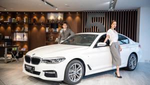 """""""신나게 달리고 쉴 땐 반자율주행 모드""""...BMW 뉴 5시리즈"""