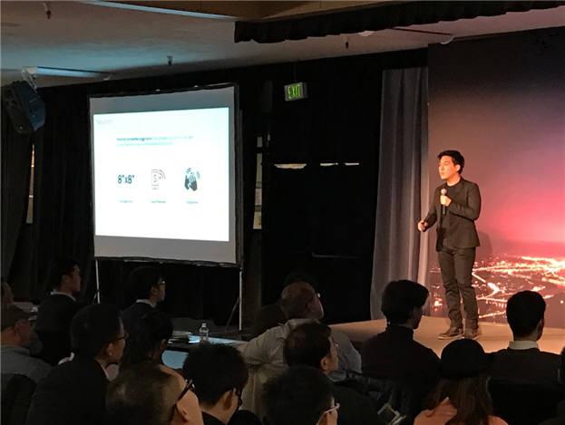 지난해 11월 크리에이티브팩토리 주최로 열린 실리콘밸리 데모데이 프로그램에서 노현우 퍼즐벤처스 대표가 IoT전자 저금통(ZooMoney) 사업계획을 발표하고 있다.