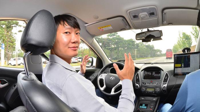 현대자동차 남양연구소에서 개발 중인 자율주행차 주행 모습