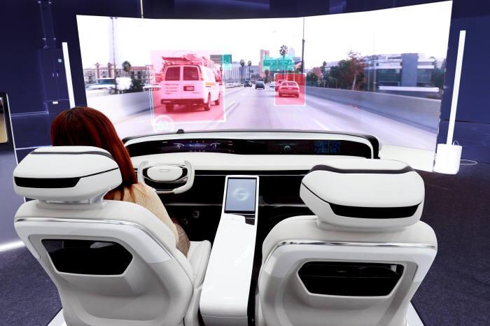 현대모비스가 올 초 미국 CES에서 관람객을 위해 마련한 자율주행 시뮬레이터